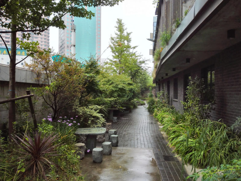 150912_102825_intimate-garden